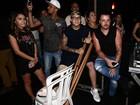 MC Gui surge de muletas em evento em São Paulo
