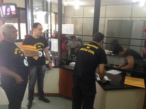 Documentos de exoneração dos cargos comissionados foram protocolados no governo (Foto: Abinoan Santiago/G1)