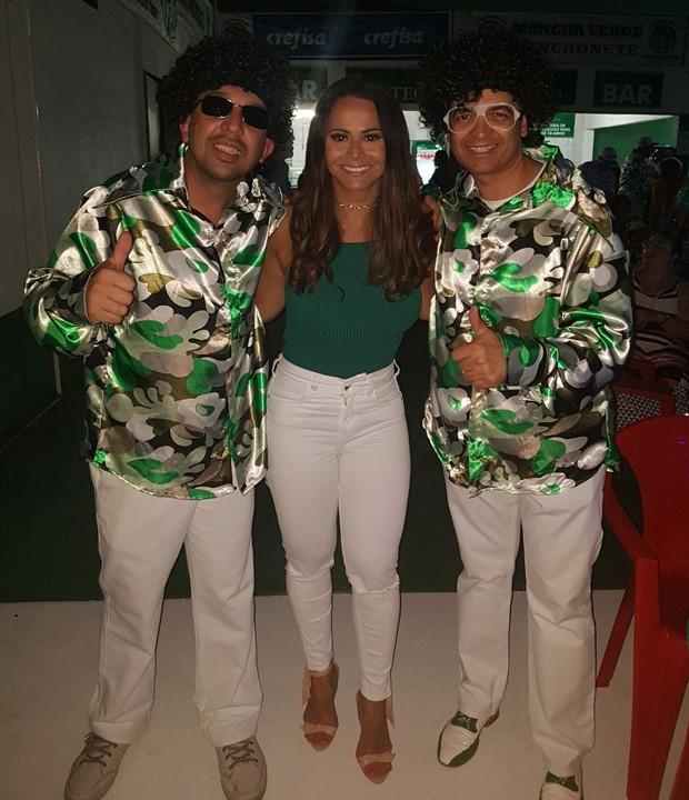 Viviane Araújo com integrantes da MAncha Verde (Foto: Divulgação)