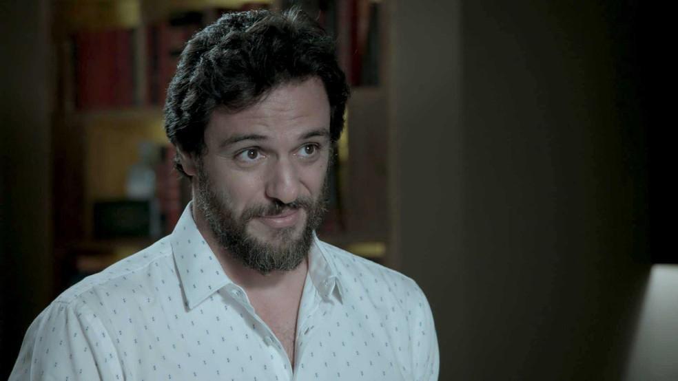 Caio faz cara de quem acredita (Foto: TV Globo)