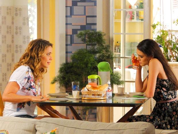 Rosário diz para Cida abrir o olho (Foto: Cheias de Charme / TV Globo)