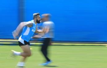 Grêmio divide grupo e dá atenção a físico em treino de força e explosão