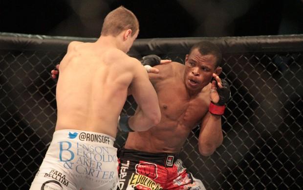 MMA - UFC Jaguará do Sul - Francisco Massaranduba x Jesse Ronson (Foto: Rodrigo Malinverni)