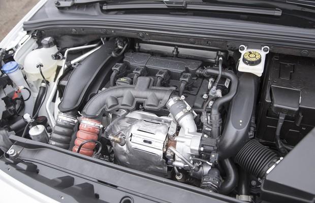 Motor do Peugeot 308 1.6 THP turbo flex (Foto: Fabio Aro / Autoesporte)
