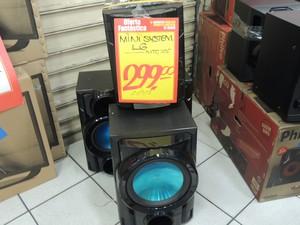 Mini system que passou de R$ 1.119 por R$ 299 foi logo vendido (Foto: Pedro Carlos Leite/G1)