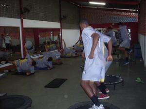 Jogadores trabalharam na acadêmia do Unileste (Foto: Breno Mendes / Assessoria do Social)