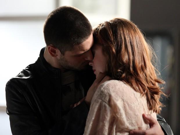 João Lucas e Maria Isis se beijam  (Foto: Camila Camacho/ TV Globo)