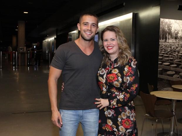 Rafael Cardoso e a mulher, Mariana Bridi, em première de filme na Zona Sul do Rio (Foto: Thyago Andrade/ Brazil News)