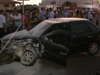Carro onde estavam as vítimas foi atingido por motorista embriagado, diz polícia (Foto: Reprodução/RPC TV)