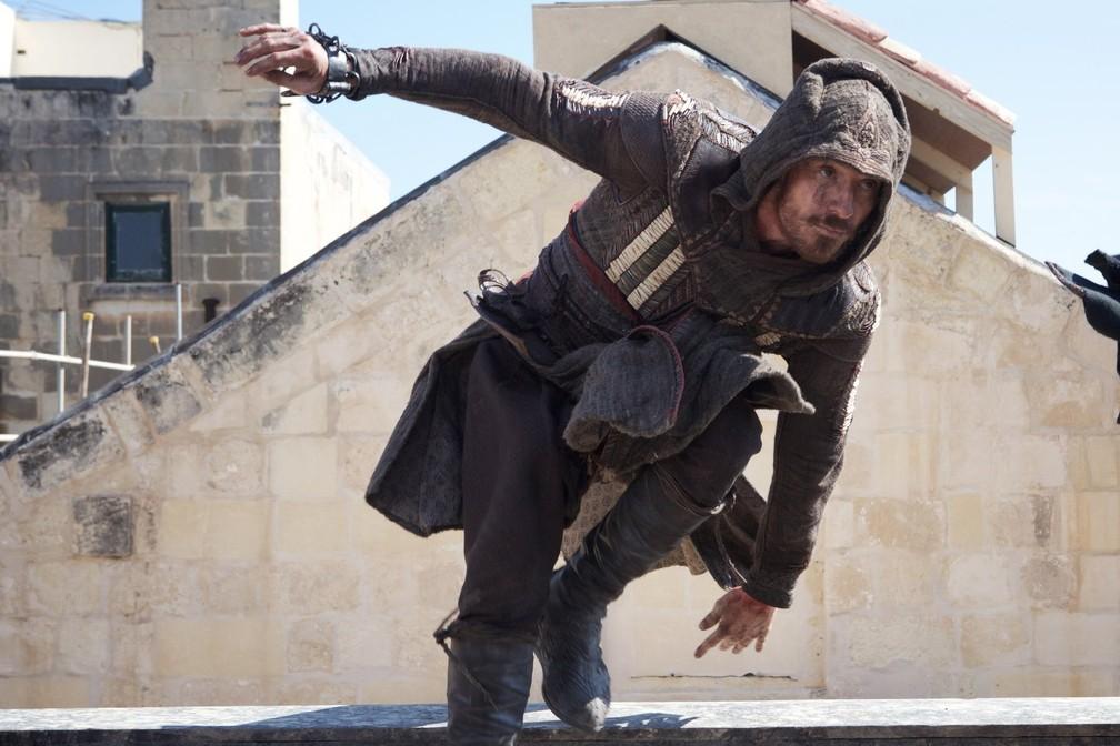 Michael Fassbender vive Aguilar e seu descendente Cal em 'Assassin's Creed' (Foto: Divulgação)