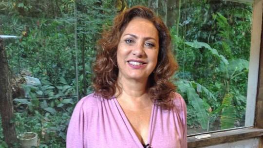 Eliane Giardini diz como reagiria no lugar de Anastácia em cenas marcantes de 'Êta Mundo Bom!'