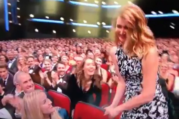 O momento em que Laura Dern supostamente esnoba Reese Whiterspoon no Emmy 2017 (Foto: Reprodução)
