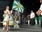 Com transparência, Claudia Leitte rouba a cena em festa de samba