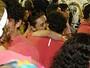 Monica Iozzi beija muito em camarote da Sapucaí