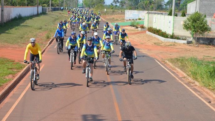Passeio ciclístico reuniu apaixonados de todo o estado em Pimenta Bueno (Foto: Magda Oliveira)