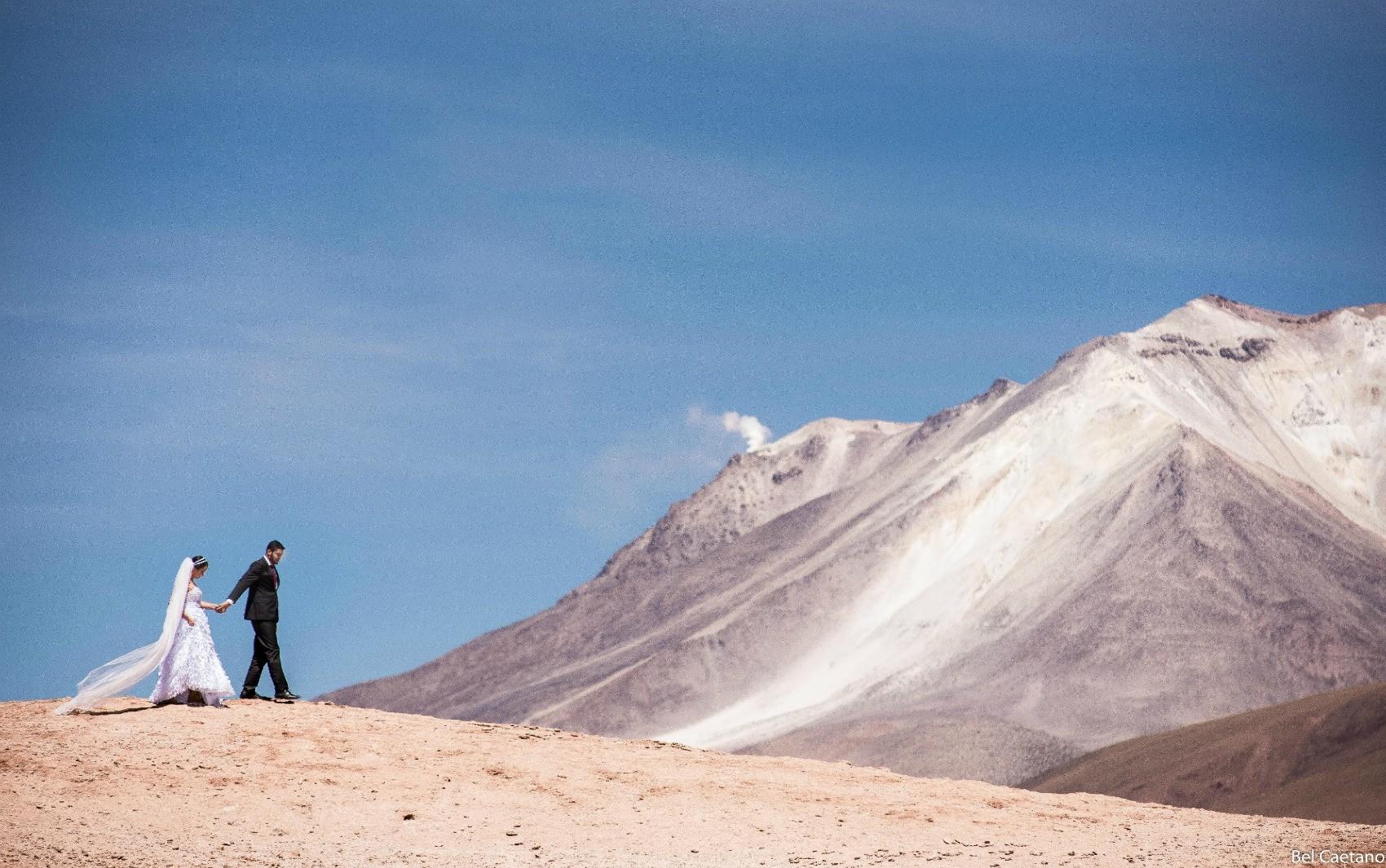 Casal acreano viajou até o deserto de sal na Bolívia para fazer as fotos (Foto: Bel Caetano/Arquivo pessoal)