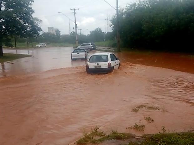 Motoristas tiveram dificuldades durante alagamentos (Foto: Divulgação/Manoel Pereira)