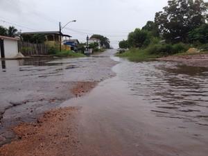 Bairros do Centro de Macapá foram áreas mais atingidas pela chuva desta segunda (2) (Foto: Fabiana Figueiredo/G1)