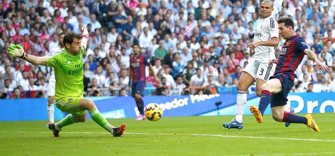 Casillas e Messi, Real Madrid x Barcelona (Foto: Reuters)