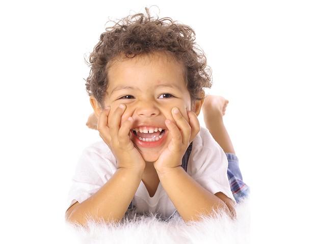O condicionador infantil ajuda na hidratação dos fios (Foto: Thinkstock)