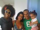 Adriana Bombom grava na casa de Scheila Carvalho, na Bahia