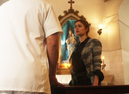 Alice quase revela a verdade sobre Lucas para Renato