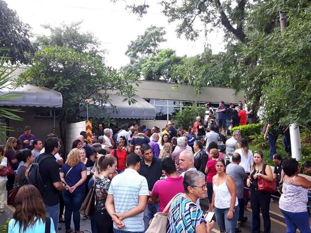 Velório das vítimas da chacina em Campinas (Foto: Murillo Gomes / G1)