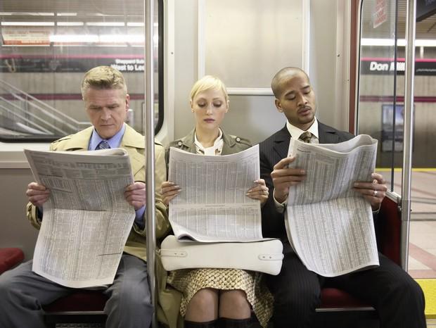 Manspreading é a postura tipicamente masculina de ocupar um espaço desproporcional em lugares públicos (Foto: Thinkstock)