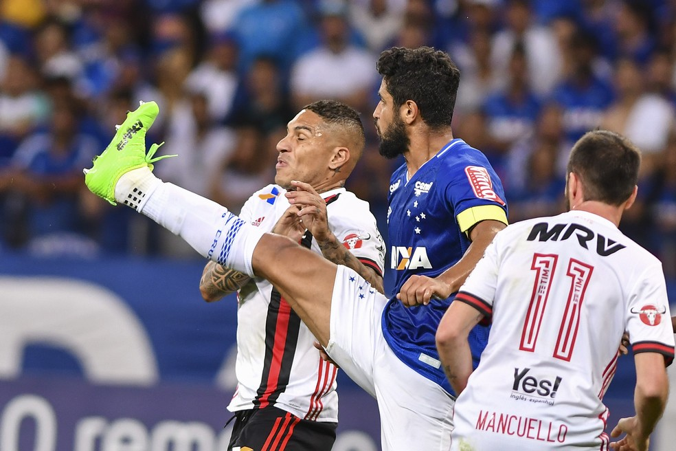 Atuações de Léo têm melhorado com ajuda do jovem Murilo (Foto: Mauricio Farias/Light Press/Cruzeiro)