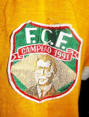 Grizzo  camisa 1992 libertadores detalhe emblema FCF (Foto: Angelo Guidi / Divulgação)