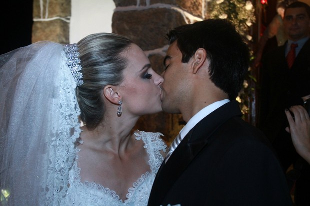 Ex-paquita Thalita Ribeiro se casa com Patrick de Oliveira (Foto: Clayton Militão/ Foto Rio News)