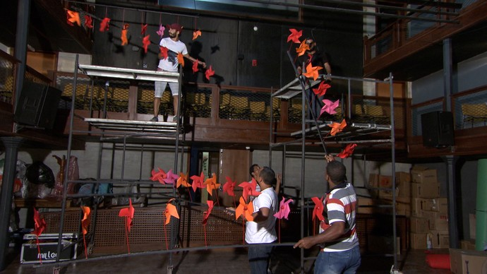 Montagem do evento começa uma semana antes e envolve cerca de cem pessoas (Foto: TV Bahia)