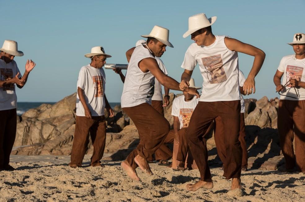 Coco do Iguape, de Fortaleza, se apresenta em 14 cidades pernambucanas neste mês de julho (Foto: Jr. Panela/Divulgação)