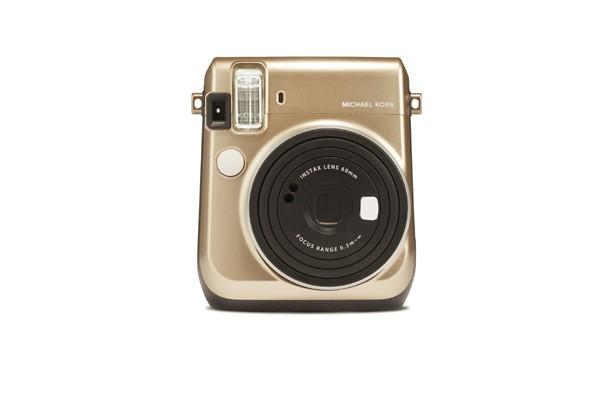 Instax resultado da parceria entre a Michael Kors e a Fujifilm (Foto: Divulgação)