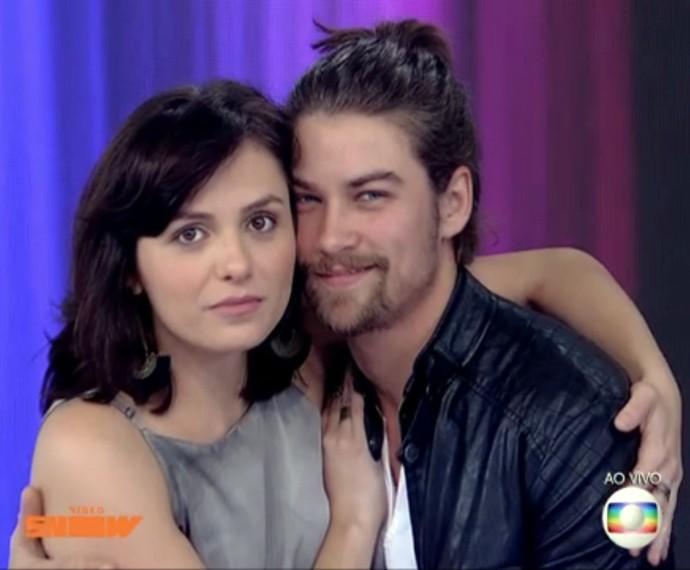 Monica Iozzi e Raphael Sander trocam elogios no Vídeo Show (Foto: Vídeo Show/TV Globo)