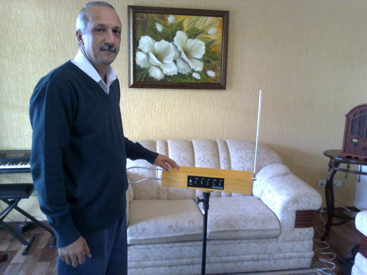 theremy - instrumento inventado em Itapeva (Foto: Giliardy Freitas / TV TEM)