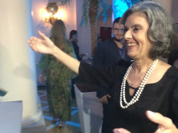 Ministra Cármen Lúcia, na chegada ao prêmio Faz Diferença, do Globo (Foto: Daniel Silveira/G1)