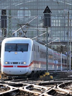 A cidade de Leipzig ganhou um trem de alta velocidade três semanas antes do início da Copa de 2006 na Alemanha (Foto: Jan Woitas/DPA Picture-Alliance/AFP)