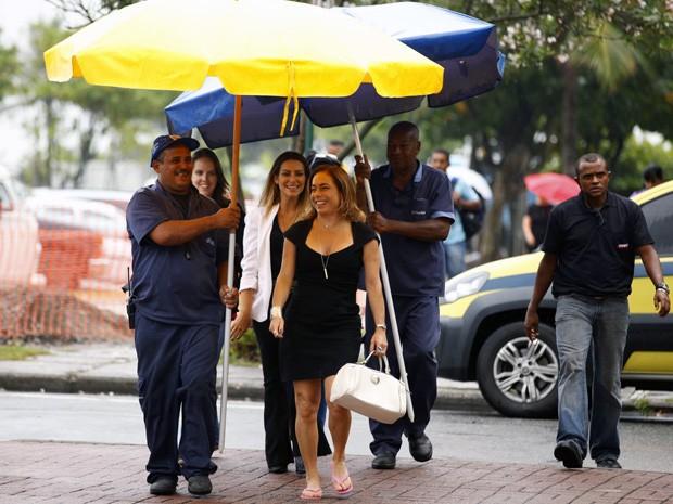 Cissa mostra seu alto astral durante as gravações (Foto: Salve Jorge/TV Globo)