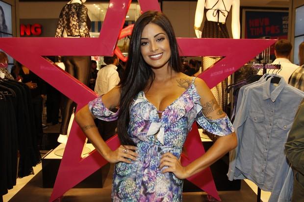 Aline Riscado em inauguração de loja: agenda cheia de presenças VIP (Foto: Celso Tavares/EGO)