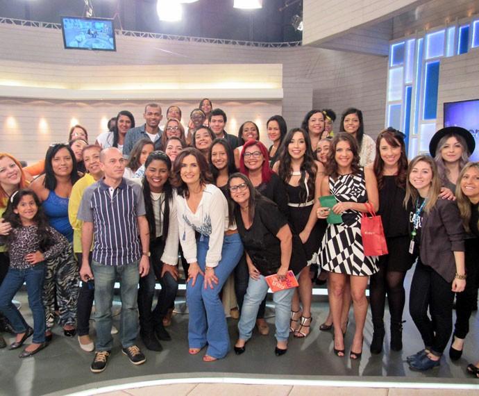 Após o 'Encontro', Fátima tira foto com a plateia (Foto: Priscilla Massena/Gshow)