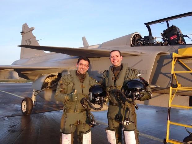 Pilotos brasileiros fazem voo solo na Suécia (Foto: FAB/Divulgação)