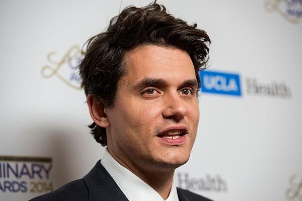 O cantor John Mayer admitiu, em entrevista concedida à revista Playboy, que é viciado em fpornô - preferindo até assistir alguns filmes e ao ato em si. (Foto: Getty Images)