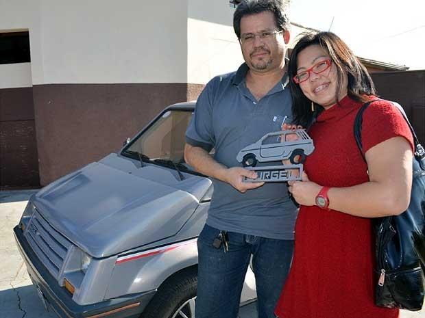 André Seixas e Sabrina Saito com o Gurgel (Foto: Luciano Calafiori/G1 Campinas)