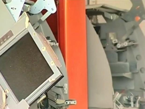 Agência ficou destruída com as explosões (Foto: Reprodução/TV TEM)