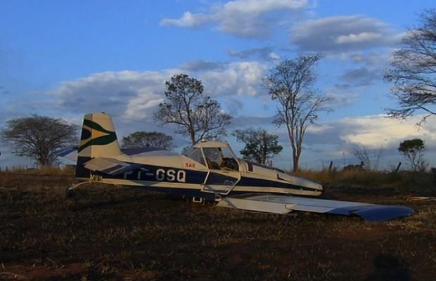 Avião monomotor faz pouso forçado às margens de BR-060, em Goiânia, Goiás 2 (Foto: Reprodução / TV Anhanguera)