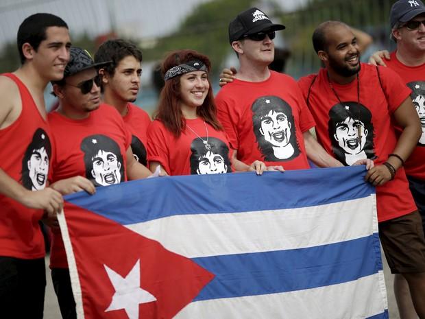 F�s chegam para ver show dos Rolling Stones em Havana, primeira apresenta��o da banda em Cuba (Foto: Reuters/Ueslei Marcelino)