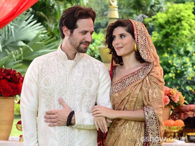 Noivos usaram roupas típicamente indianas (Foto: Ellen Soares / TV Globo)