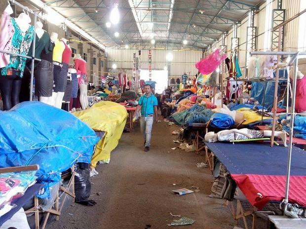 Justiça manda fechar 'Feira do Brás' no bairro Abaeté, em Piracicaba (Foto: Leon Botão/G1)