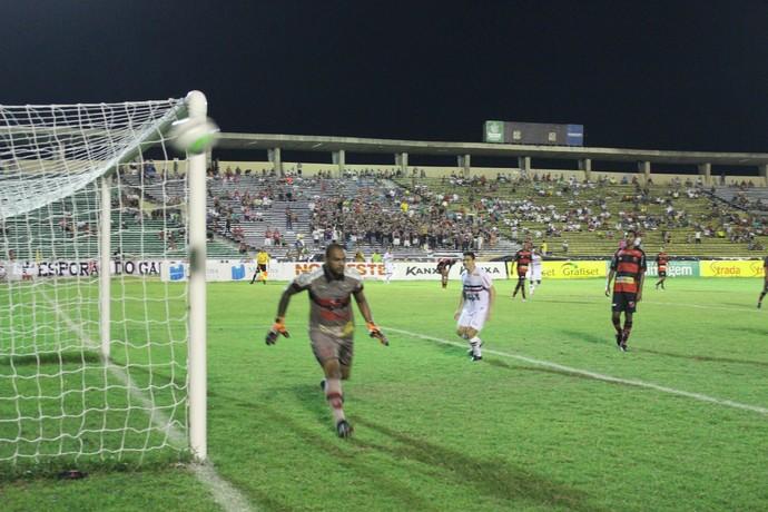 Preto, Flamengo-PI (Foto: Antônio Fontes/GloboEsporte.com)